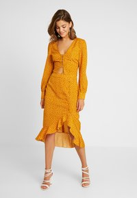 Missguided - SPOT PRINT HOOK AND EYE CROP - Blouse - mustard - 2