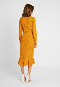 Missguided - SPOT PRINT HOOK AND EYE CROP - Blouse - mustard - 3