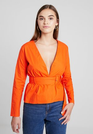 BELTED PLUNGE BLOUSE - Bluser - flame