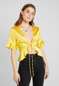 Missguided - SHORT SLEEVE EASY TIE FRONT CROP - Blusa - yellow - 0