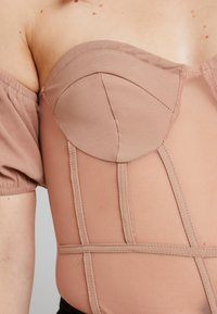 Missguided - BARDOT PUFF SLEEVE CUPPED BODYSUIT - Blouse - nude - 4