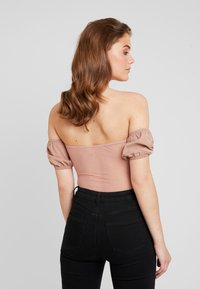 Missguided - BARDOT PUFF SLEEVE CUPPED BODYSUIT - Blouse - nude - 2