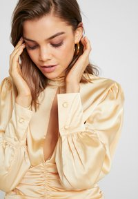 Missguided - PURPOSEFUL HIGH NECK BUTTON GATHER DETAIL - Blus - champagne - 3