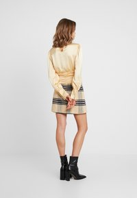 Missguided - PURPOSEFUL HIGH NECK BUTTON GATHER DETAIL - Blus - champagne - 2