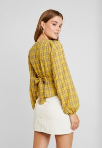 Missguided - CHECK BUTTON FRONT TIE WAIST - Bluser - yellow - 2