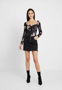 Missguided - FLORAL MILKMAID LONG SLEEVE BODYSUIT - Långärmad tröja - black - 1