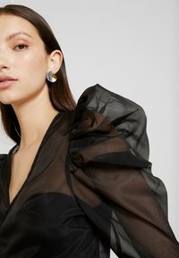 Missguided - PUFF SLEEVE TIE FRONT - Blouse - black - 4