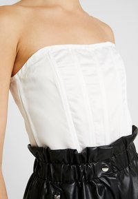 Missguided - HIGH BUST POINT CORSET BANDEAU BODYSUIT - Toppi - white - 4