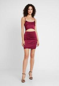 Missguided - CUT OUT MINI DRESS - Žerzejové šaty - burgundy - 1