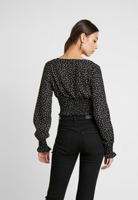 Missguided - POLKA DOT PLUNGE WITH SHIRRING DETAIL - Blouse - black - 2