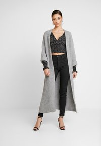 Missguided - POLKA DOT PLUNGE WITH SHIRRING DETAIL - Blouse - black - 1