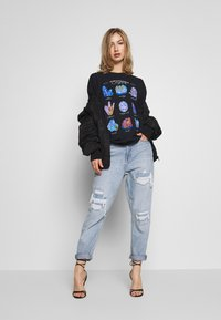 Missguided - CRYSTALS VINTAGE GRAPHIC T - Print T-shirt - black - 1