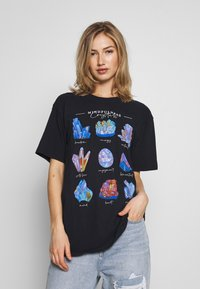 Missguided - CRYSTALS VINTAGE GRAPHIC T - Print T-shirt - black - 0