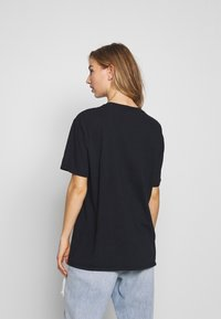 Missguided - CRYSTALS VINTAGE GRAPHIC T - Print T-shirt - black - 2