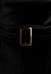 Missguided - BANDEAU BELTED SHORT PLAYSUIT - Jumpsuit - black - 4