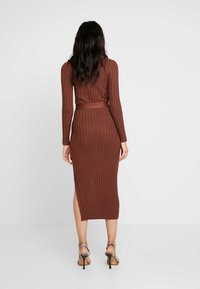 Missguided - BELTED MIDAXI FRONT SPLIT DRESS - Jumper dress - chocolate - 3