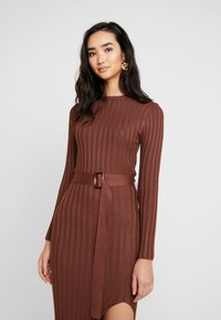 Missguided - BELTED MIDAXI FRONT SPLIT DRESS - Abito in maglia - chocolate - 4