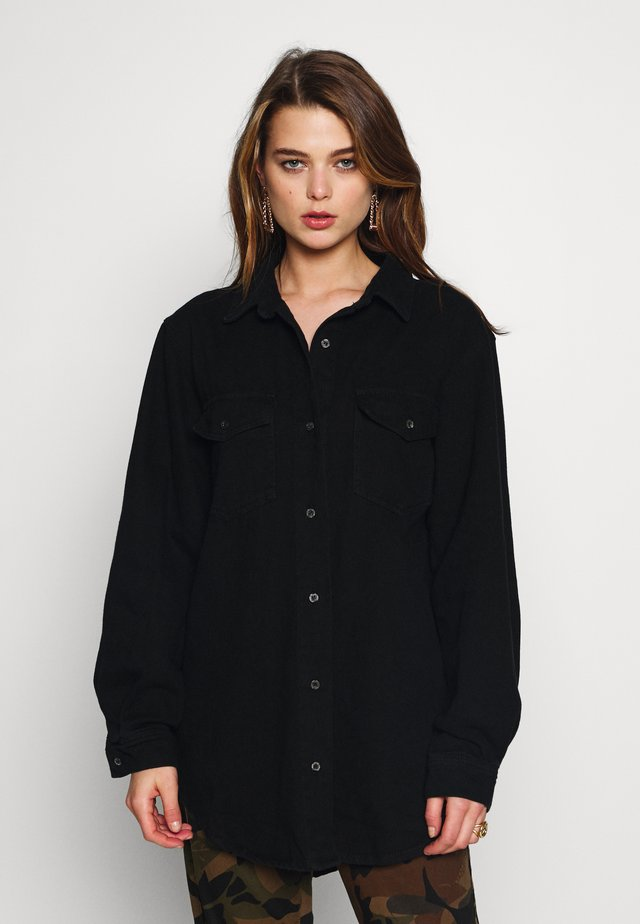 BOYFRIEND FIT - Button-down blouse - black