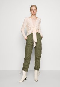 Missguided - TIE FRONT COLLARED BLOUSE - Blouse - cream - 1