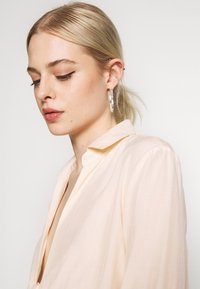 Missguided - TIE FRONT COLLARED BLOUSE - Blouse - cream - 3