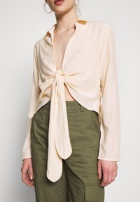 Missguided - TIE FRONT COLLARED BLOUSE - Blouse - cream - 5
