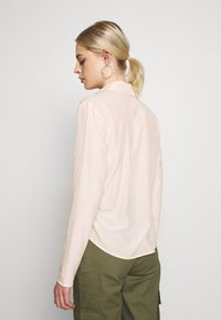 Missguided - TIE FRONT COLLARED BLOUSE - Blouse - cream - 2