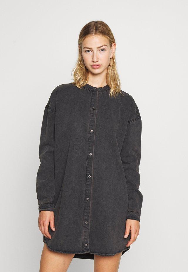 ROUND COLLAR DRESS - Robe en jean - black