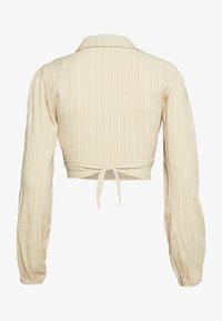 Missguided - TEXTURED TIE FRONT CROP - Skjorte - cream - 1
