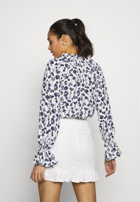 Missguided - FLORAL PLUNGE - Blouse - white - 2