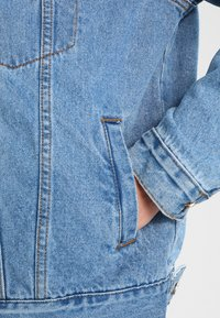 Missguided - OVERSIZED JACKET - Veste en jean - stonewash
