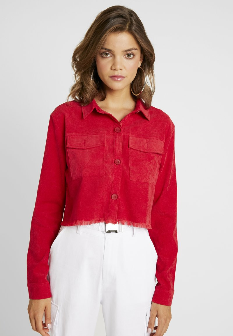 Missguided - CROPPED FRAYED HEM - Chaqueta fina - red