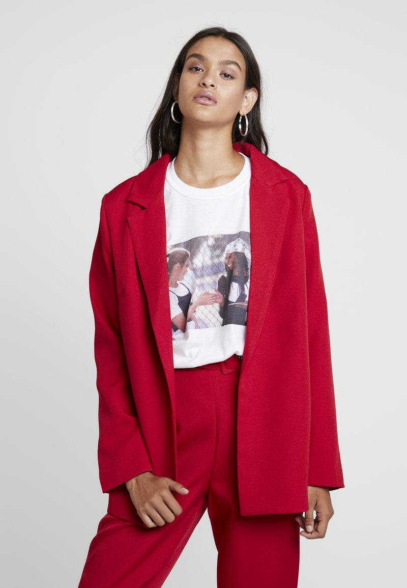 Missguided - BOYFRIEND - Kort kåpe / frakk - red
