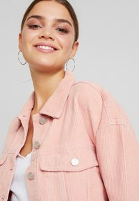Missguided - CROPPED JACKET - Giacca leggera - pink - 3