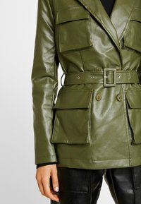 Missguided - UTILITY POCKET - Giacca in similpelle - deep green - 5