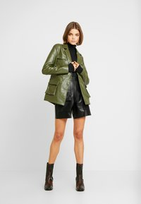 Missguided - UTILITY POCKET - Giacca in similpelle - deep green - 1