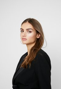 Missguided - FRIDAY BELTED FITTED - Blazer - black - 3