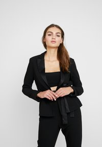 Missguided - FRIDAY BELTED FITTED - Blazer - black - 0