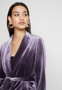 Missguided - LIGHT MAGIC TIE WAIST - Blazer - purple - 3