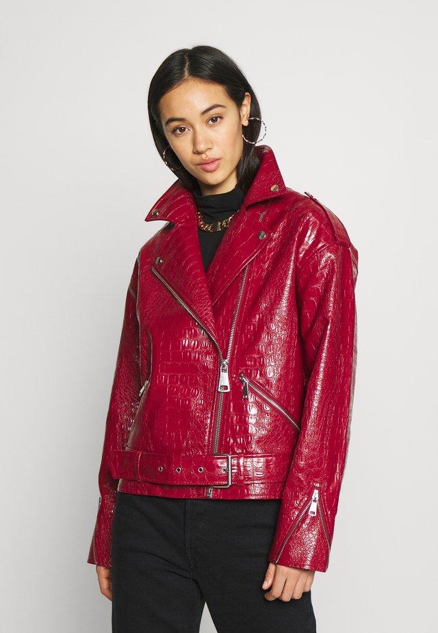 CROC BOYFRIEND BIKER - Faux leather jacket - red