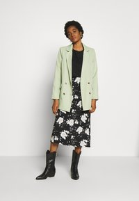Missguided - OVERSIZED BUTTON - Blazer - mint green - 1