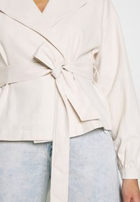 Missguided - CROPPED BELTED - Summer jacket - cream - 5