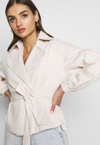 Missguided - CROPPED BELTED - Summer jacket - cream - 3