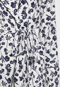 Missguided - FLORAL BELTED JACKET - Summer jacket - white - 4