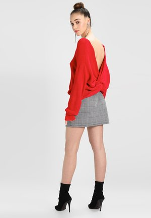 RED FLUFFY YARN TWIST BACK JUMPER - Strickpullover - red