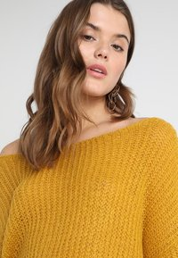 Missguided - FLUFFY TWIST BACK JUMPER - Strickpullover - mustard - 3