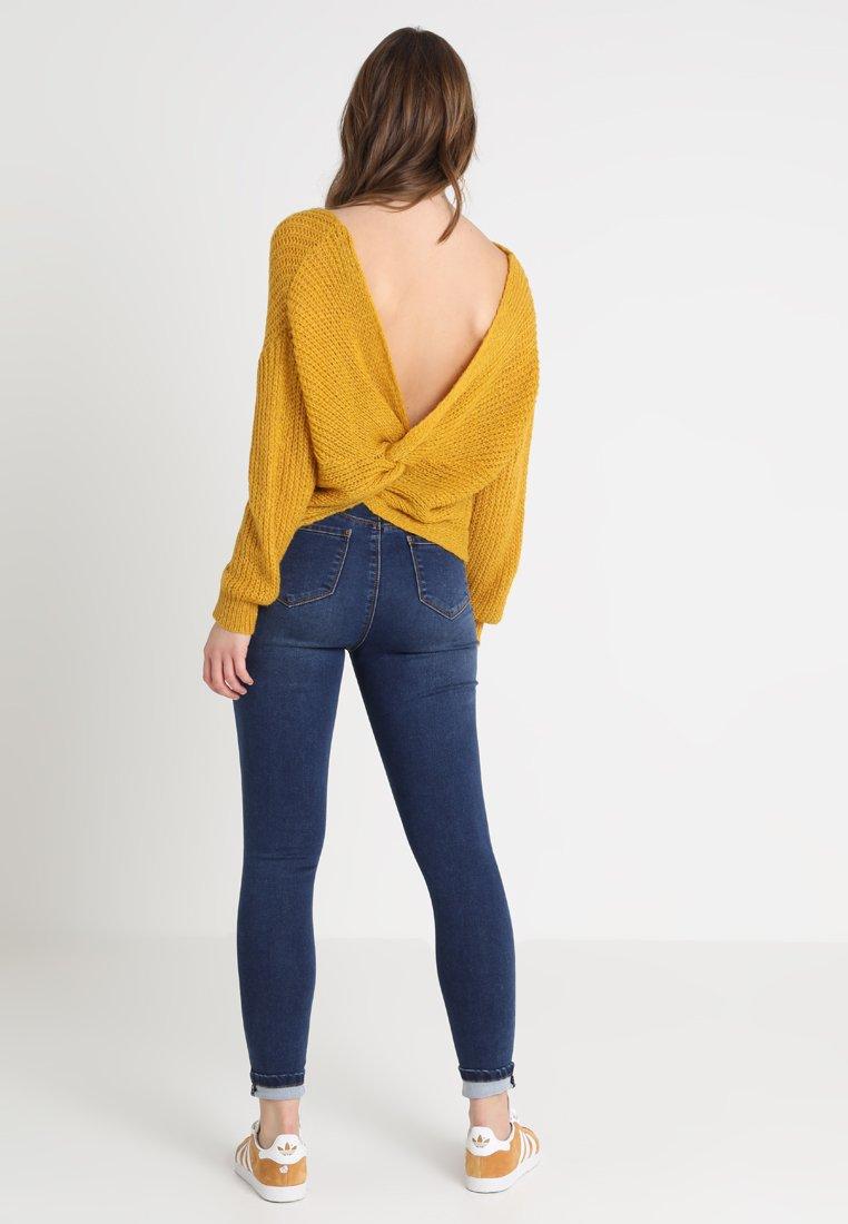 Missguided - FLUFFY TWIST BACK JUMPER - Pullover - mustard