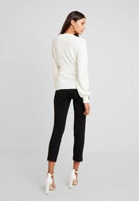 Missguided - BELTED BUCKLE BALLOON SLEEVE CARDIGAN - Cardigan - cream - 2