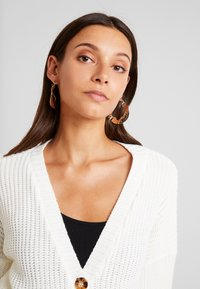 Missguided - BELTED BUCKLE BALLOON SLEEVE CARDIGAN - Cardigan - cream - 3