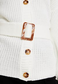 Missguided - BELTED BUCKLE BALLOON SLEEVE CARDIGAN - Cardigan - cream - 5
