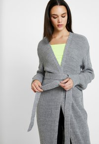 Missguided - MAXI BELTED CARDIGAN - Cardigan - grey - 4